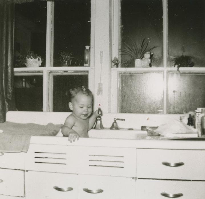 baby, bath, kitchen, sink, window